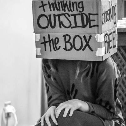 Fora da caixa.