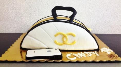 Bolo Criativo em forma de Mala Chanel